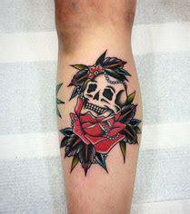 photo : tatouage tête de mort, mollet