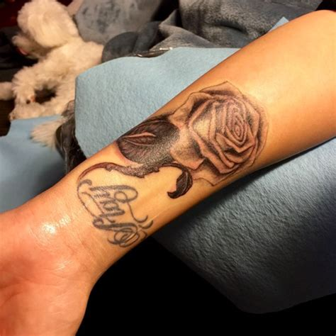 tattoo new rose demi lovato s tattoo the singer debuts her new rose ink
