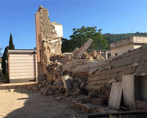 interno 18 maddaloni maddaloni il crollo cimitero guarda le foto causato