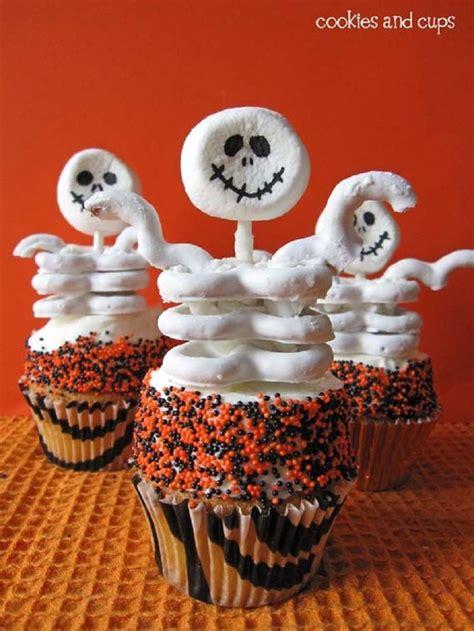 halloween cupcakes halloween skeleton cupcakes littlesassycakes pinterest