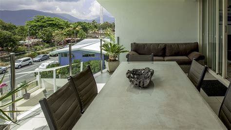 cairns 3 bedroom apartments 3 bedroom ocean front apartments waters edge cairns