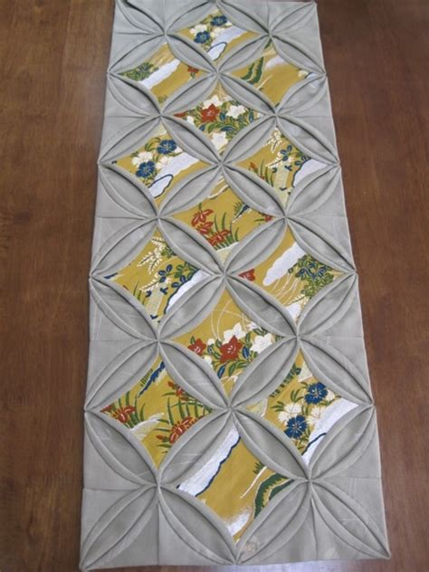 cathedral window runner best 25 cathedral window quilts ideas on pinterest