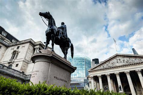 Banca Inghilterra by Banca Di Inghilterra Lo Scambio Reale A Londra La Statua