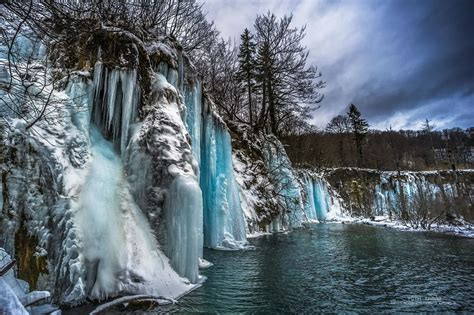 frozen waterfalls i photographed the world of a thousand frozen waterfalls