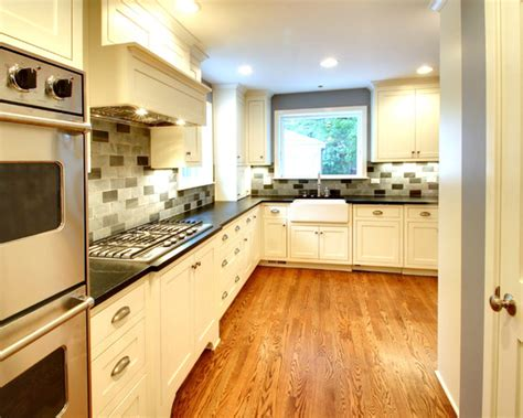 White Kitchen Cabinets With Floors by White Cabinets With Oak Floor Kitchen