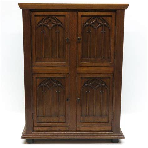 Gotham Cabinet by 2 Door Oak Neo Cabinet