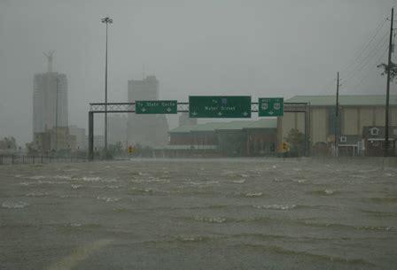 hurricane katrina pictures: downtown mobile