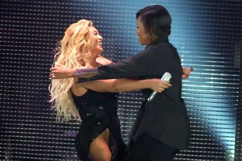 beyonce is in awe of michelle obama abc news beyonc 233 and michelle obama hug it out at global citizen