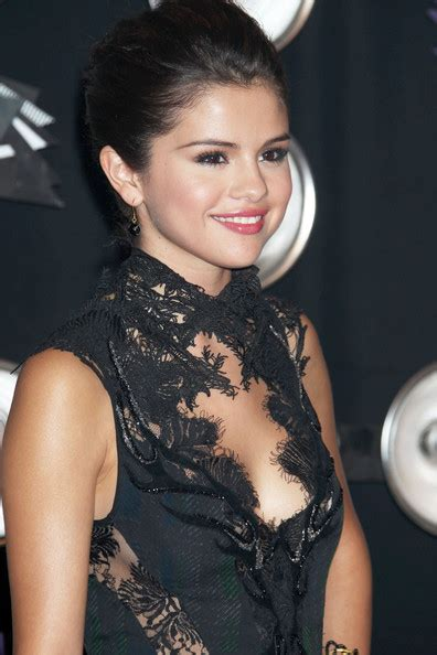 Mtv Prankster Wants To Open Pa Theater by Selena Gomez In Mtv Awards Arrivals 2 Zimbio