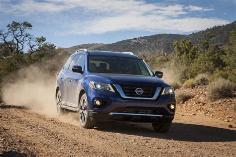 nissan pathfinder 2017 2017 nissan pathfinder gets new face greater towing abilities