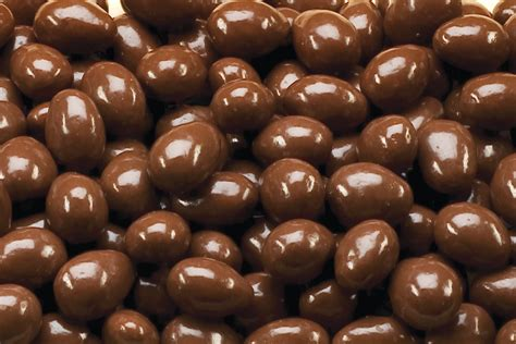 14 tasty facts of chocolate plus 7 health benefits of dark