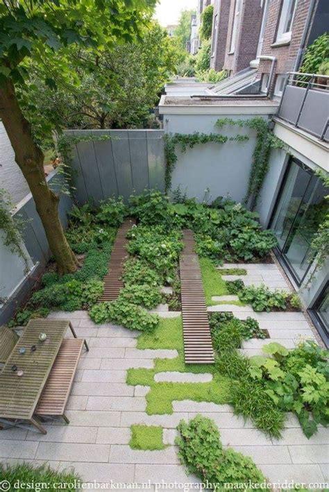 small courtyard garden ideas best 25 small courtyard gardens ideas on