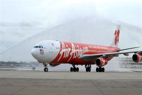 airasia hotline indonesia indonesia suspends search for missing airasia plane livemint