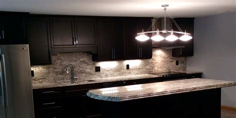 Kitchen Backsplash Travertine Using White Granite In A Classic Kitchen