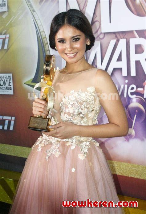 film raditya dika terfavorit foto ayushita raih piala pemeran utama wanita terbaik