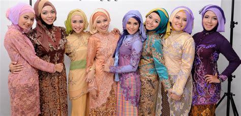 Jilbab Syari Untuk Wisuda cara memakai jilbab untuk acara wisuda