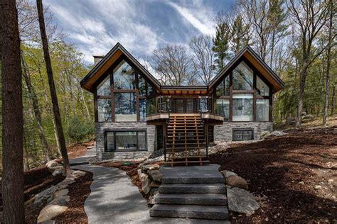 dreamy cottage nestled  beautiful lake muskoka canada