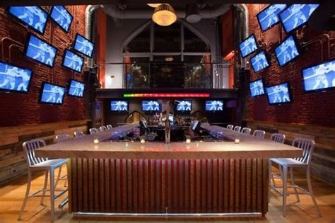 top bars dc cop some natitude at dc s top bars for sports fans