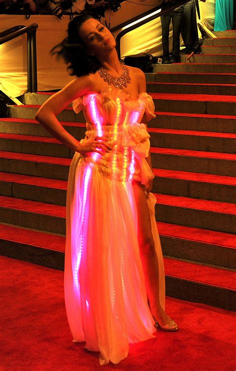Katy Lights by Met To Live Carpet At Costume Institute Gala