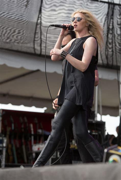 taylor momsen taylor momsen performs at fort rock festival in fort myers