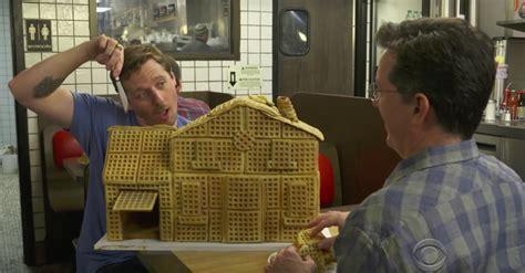 waffle house charleston watch sturgill simpson stephen colbert sing waffle anthem at waffle house axs
