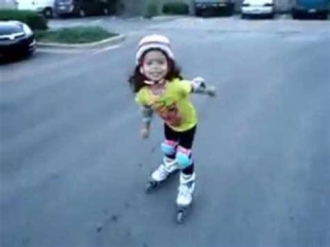 imagenes niños patinando ni 241 a patinando kesley 4 a 241 os youtube