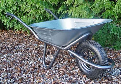 carriola da giardino carriola attrezzi giardino le varie tipologie di carriola