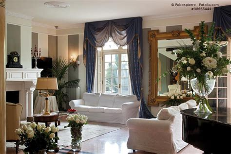 wohnzimmereinrichtung landhausstil wohnzimmer mit sofa im landhausstil hell und so gem 252 tlich