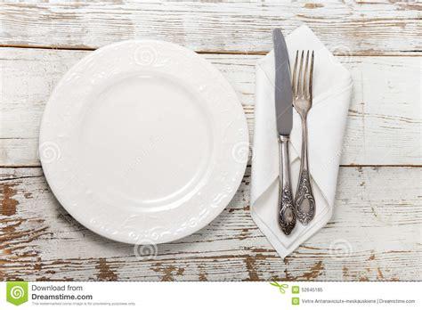posate sulla tavola posate sulla tavola di legno immagine stock immagine di