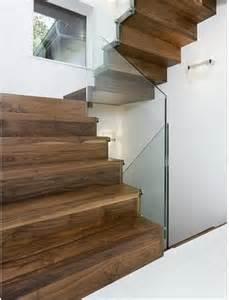 treppe modern die 25 besten ideen zu halbgewendelte treppe auf