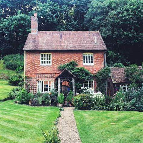 the english cottage best 20 brick cottage ideas on pinterest