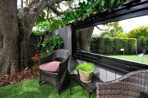 in giardino in che modo usare gli specchi in giardino