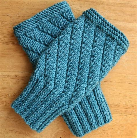 fingerless gloves knitting pattern knitting pattern fingerless gloves mitts texting gloves