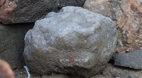 Batu Alam Warna Abu Hitam berbagai jenis warna batu alam gunung merapi untuk