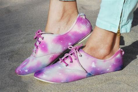 diy tie dye shoes 33 stylish diy shoe hacks brit co