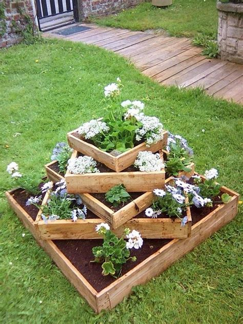 Wooden Garden Planters Ideas by 15 Diy Garden Planter Ideas Using Wood Pallets Hative