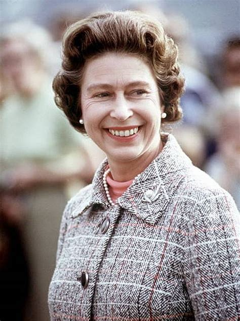 haircuts queens compare queen elizabeth ii height weight eyes hair