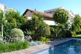 terrasse le piscine terrasse en bois am 233 nagement paysager avec de