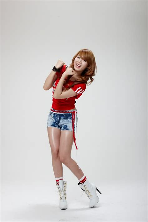 4minute s hyuna clride n photoshoot daily korean pictures 4minute cheer for korean national football team
