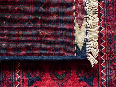 pulire i tappeti persiani in casa come pulire i tappeti in casa in modo naturale e fai da te