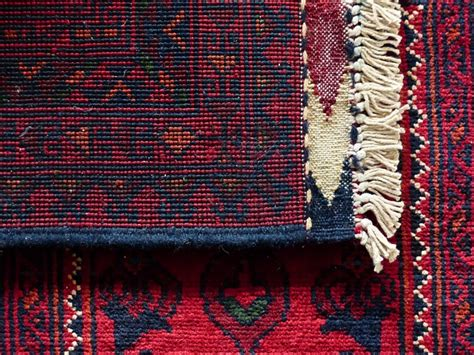 pulire i tappeti pulire i tappeti come lavarli senza rovinarli