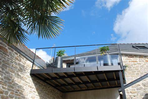 überdachung terrasse metall terrasse suspendue 201 contemporain terrasse et