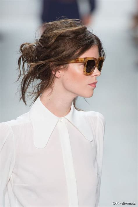 keeping short hair off your neck when it is hot 15 summer updos to keep your hair off your neck