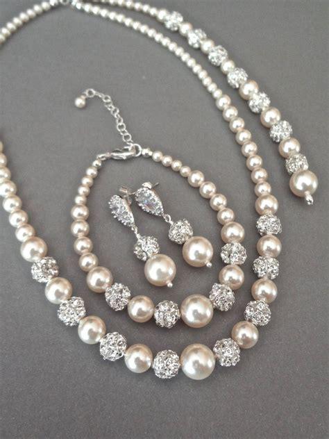 Pearl jewelry set, Swarovski 3 piece Pearl Backdrop