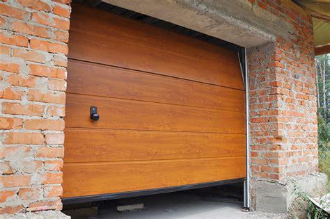 Porte Garage Bois by Porte De Garage Bois Budget Maison