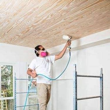 imbiancare il soffitto tinteggiare una parete pitturare