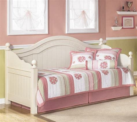cottage style daybed in sam levitz furniture