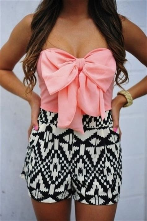 black and white patterned shorts outfit shorts outfit pink bows black shorts white shorts