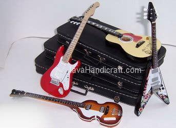 exclusive cases for miniature guitars