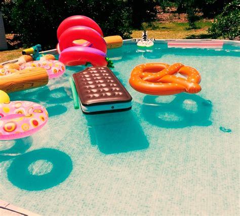 boias divertidas para a sua piscina